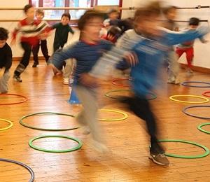 Attività fisica nelle scuole elementari ed associazione con i docenti di educazione fisica e la loro preparazione