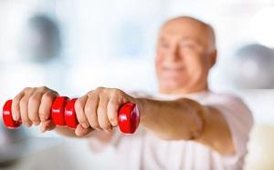 Effetti della forza con sovraccarico pesante e degli esercizi di equilibrio sulla performance di forza unilaterale e bilaterale in adulti in età avanzata