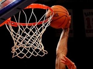 L'occupazione dello spazio vicino al canestro configura i comportamenti collettivi in giovani giocatori di basket