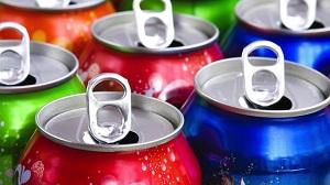 La sostituzione di bevande zuccherate con acqua o latte è inversamente associata allo sviluppo del grasso corporeo tra la pubertà e l'adolescenza