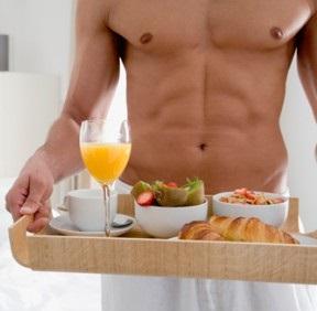 La colazione e l'esercizio fisico modificano contemporaneamente il metabolismo postprandiale ed il bilancio energetico in uomini attivi