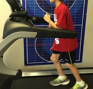 Somiglianze cinematiche e muscolari tra allenamento ellittico motor-assisted e camminata: implicazioni per la riabilitazione pediatrica del cammino.